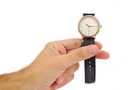 흰색 배경에 우아한 시계 남자의 손. 시간 개념