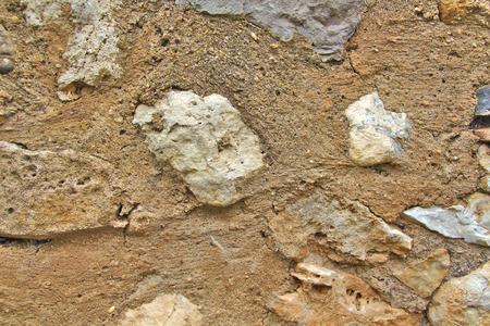 마에서 오래 된 회색과 갈색 돌 벽