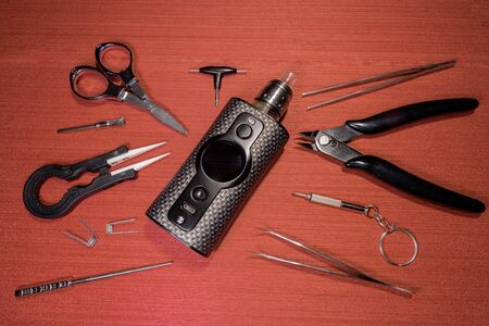 electronic cigarette and tools on color table Imagens