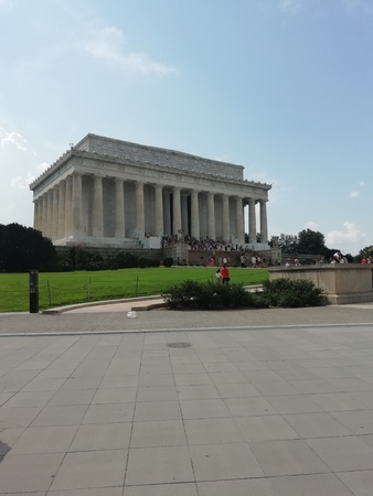 visiting the lincoln memorial monument