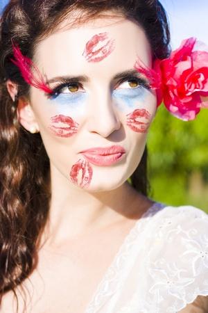 Enfoque en la cara de una mujer en un estado de romance y felicidad con beso toda la cara en se�al de amor Foto de archivo - 11584584