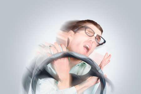maldestro: Motion offuscata conducente maldestro sparsi in un relitto auto aggrovigliato. Velocità uccide