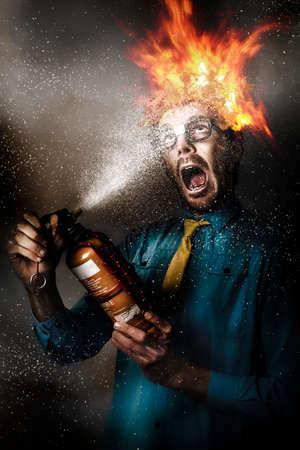 peligro: Obra concepto digital de un hombre de negocios peligro en vidrios del empollón extinción de las llamas de la cabeza en llamas con una manguera de incendios. Salud laboral y riesgo para la seguridad