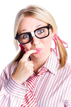 rubia ojos azules: Nerd succión digital joven mujer de negocios, el concepto de idea inteligente en el fondo blanco
