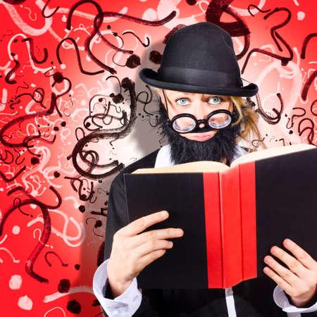 interrogative: foto ilustraci�n conceptual de una persona de negocios genio masculino investigar soluciones a problemas complejos en el estudio de los libros de texto de investigaci�n de negocios
