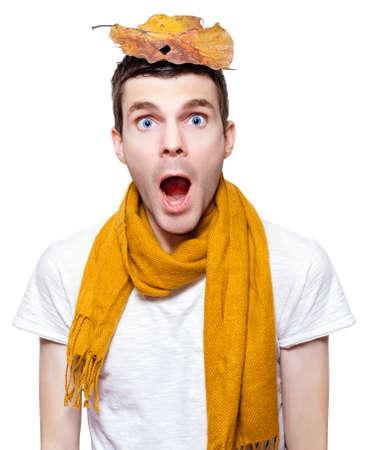estornudo: Aislado al�rgica hombre a punto de estornudar en una temporada representaci�n de una fiebre del heno Alergia