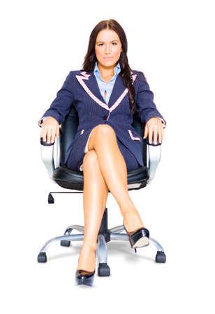 mujer sentada: Mujer de negocios profesional Entrevistado que se sienta en una silla de oficina durante el interrogatorio Tiempo En Entrevista Una carrera Reclutamiento Trabajo