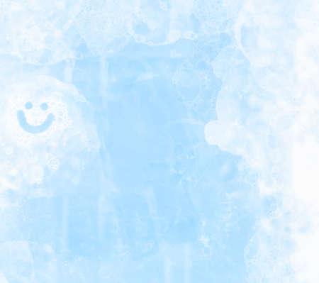 jabon: Concepto de limpieza de primavera con un fondo cristal de la ventana limpia con detergente y jabón de espuma
