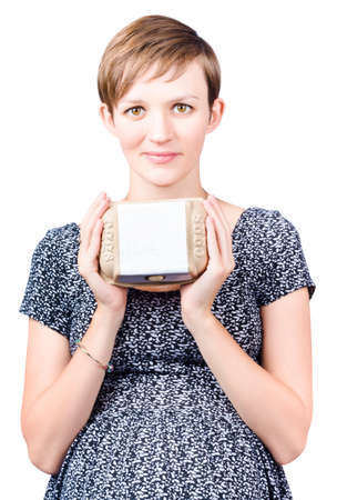 gamme de produit: Pretty young pregnant woman holding carton of fresh eggs with a blank white label. Egg health benefits during pregnancy, isolated on white