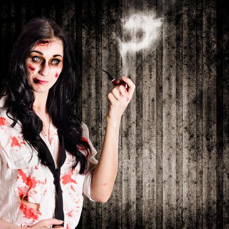interrogativa: detective muerto celebraci�n de pipa de fumar con signo de interrogaci�n en un concepto de misterio qui�n lo hizo