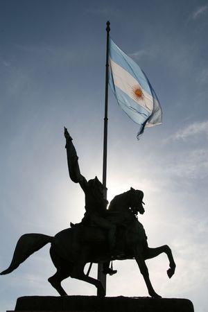 creador: Estatua del Dr. Manuel Belgrano (1770-1820), creador de la bandera argentina y l�der militar de la guerra del indepence de la Argentina en la plaza De Mayo en Buenos Aires, delante del casa Rosada Foto de archivo