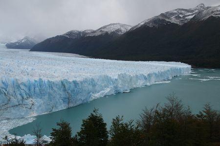 inconvenient: Glaciar Perito Moreno near El Calafate in Patagonia, Argentina