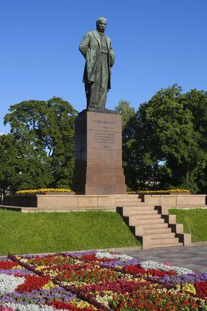 national poet: Statue of 19th century Ukrainian poet Chevchenko in park in Kiev