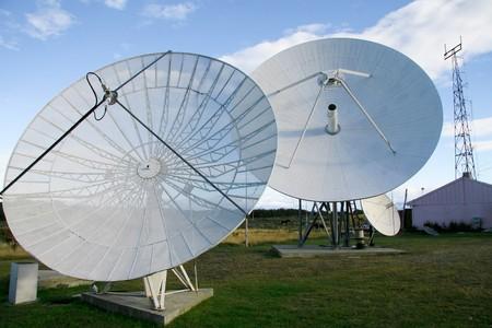 Parabolantennen Standard-Bild - 4067817