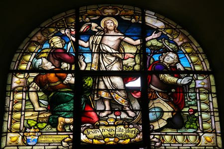 Glasramen van de wederopstanding van Christus in de kathedraal van Salta (Argentinië). Gekleurd glas werd gemaakt in 1914