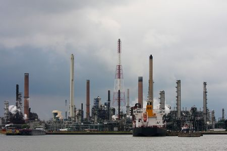 catalytic: Refinery in Antwerp with ship Stock Photo