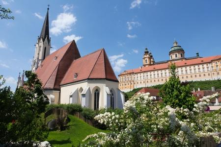 benedictine: Stift Melk, famoso monasterio benedictino en estilo barroco, construida en 1736
