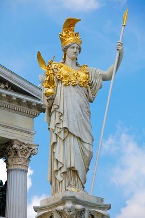 Standbeeld van Pallas Athena in de voorkant van het Oostenrijkse parlement in Wenen