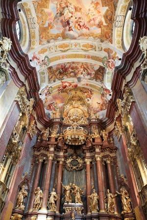 Innere der Hauptkirche in Stift Melk in Österreich. All das Kunstwerk erstellt wurde, bevor 1736 Editorial