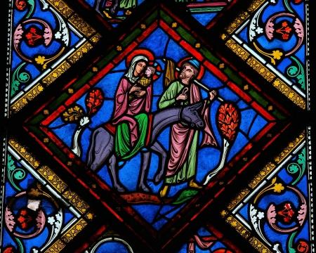 Glasfenster der Heiligen Familie in Bethlehem, in der Kathedrale von Bayeux, Normandie, Frankreich. Dieses Fenster im 15. Jahrhundert geschaffen wurde, wird kein Eigentum Release erforderlich. Editorial