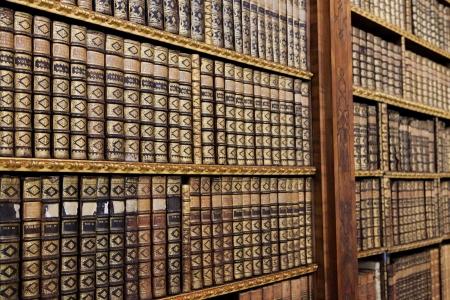 図書館: シュティフト Melk、オーストリアの図書館で古い本です。これらの本は 200 年以上前に作成された、プロパティのリリースは必要ありません。 報道画像