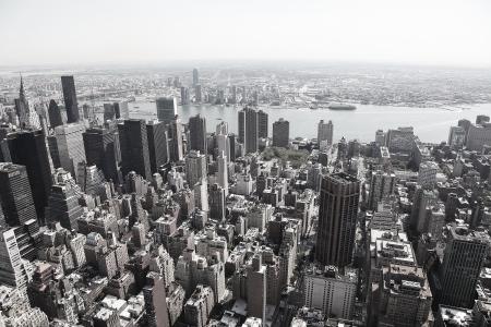 Schwarz-Weiß-Bild der Skyline von Manhattan in New York City, USA Editorial