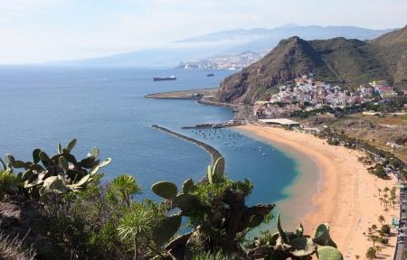 Playa de Las Teresitas, einem berühmten Strand in der Nähe von Santa Cruz de Tenerife im Norden von Teneriffa, Kanarische Inseln, Spanien