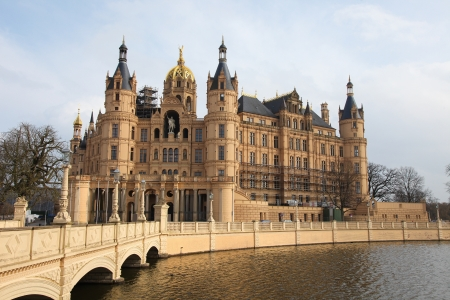 schloss: Schwerin Castle in Schwerin, Mecklenburg-Vorpommern, Germany. This building was created in its present form before 1893, no property release is required.