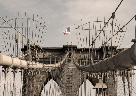 Bandera de EE.UU. en Brooklyn Bridge, New York City Foto de archivo - 19504497