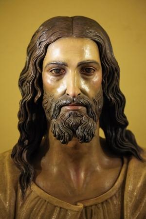 Standbeeld van Jezus Christus in de kerk van Ronda, Spanje, op 1 december 2013 Dit standbeeld werd meer dan 100 jaar geleden opgericht, is er geen property release vereist