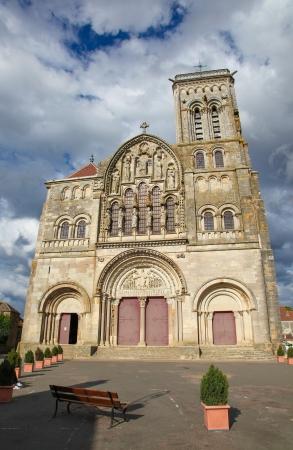 Vezelay Abbey jetzt als Basilique Sainte-Marie-Madeleine bekannt war ein Benediktiner-Kloster Cluny und in Vézelay Standard-Bild