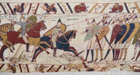 Detalle del tapiz de Bayeux que representa la invasión normanda de Inglaterra en el siglo 11 Este tapiz es más de 900 años de edad, no se requiere de propiedad Foto de archivo - 24854192