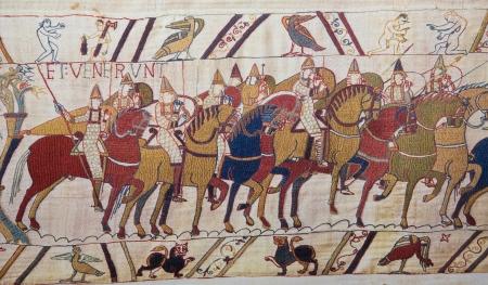 Detalle del tapiz de Bayeux que representa la invasión normanda de Inglaterra en el siglo 11 Este tapiz es más de 900 años de edad, no se requiere de propiedad Foto de archivo - 24854178