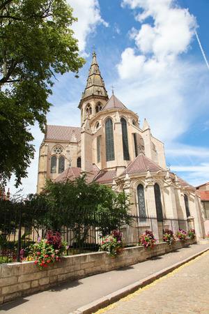 collegial: Collegial church of Notre Dame in the historic town of Semur en Auxois in Burgundy, France.