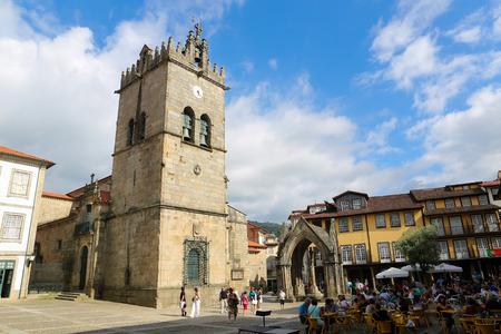 senhora: GUIMARAES, PORTUGAL - AUGUST 7, 2014: Oliveira Square with Nossa Senhora da Oliveira Church and Salado Monument in Guimaraes, Portugal. Editorial