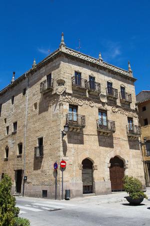 cartilla: Casa del Primer Marqu�s de Cerralbo (Siglo 16) en Ciudad Rodrigo, una peque�a ciudad de la catedral, en la provincia de Salamanca, Espa�a. Esta casa est� construida en el t�pico estilo plateresco.