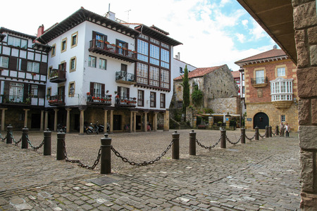 arma: HONDARRIBIA, SPAIN - MAY 27, 2014: Old houses in the center of Hondarribia, a town in Gipuzkoa, Basque Country, Spain, near the French border. Editorial