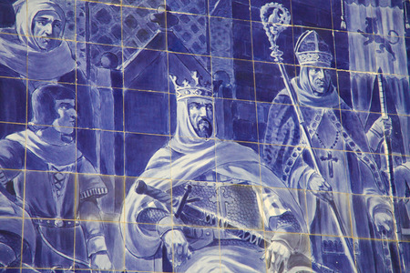 tyrant: Azulejo panel in the Sao Bento Railway Station in Porto, Portugal. This panel was created around 1900 and depicts the meeting of the knight Egas Moniz and Alfonso VII of Leon Stock Photo