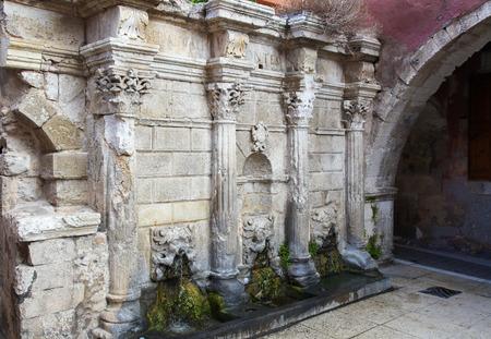 kreta: Rimondi Fountain, in the city of Rethymno on the island of Crete, Greece. This Venetian fountain was created in 1626. Editorial