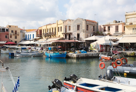 kreta: RETHIMNO, GREECE - OCTOBER 3, 2014: View on the old Venetian port and city of Rethymno on the island of Crete, Greece.
