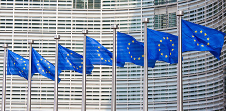 European flags in front of the Berlaymont building, headquarters of the European commission in Brussels. Foto de archivo