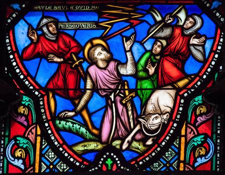 ソール (Paulus) を描いたステンド グラスの窓をブリュッセル, ベルギー - 2012 年 7 月 26 日: ブリュッセル、ベルギーの大聖堂で、ダマスカスの近くの