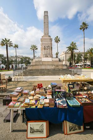 fleamarket: MARTINA FRANCA, ITALY - MARCH 15, 2015: Flea market and War Memorial at the Piazza Vittorio Veneto in the center of Martina Franca, Taranto province, South Italy.
