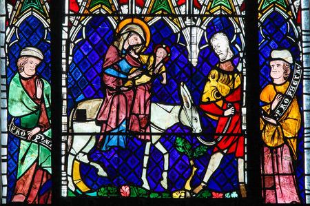 Straßburg, Frankreich - 9. Mai 2015: Glasmalerei Darstellung der Flucht nach Ägypten in der Kathedrale von Straßburg, Frankreich