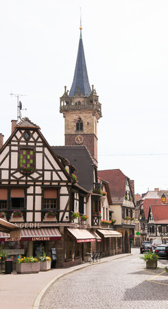 des vins: OBERNAI, FRANCE - MAY 11, 2015: Famous chapel tower in Obernai, Bas-Rhin, Alsace, France Editorial