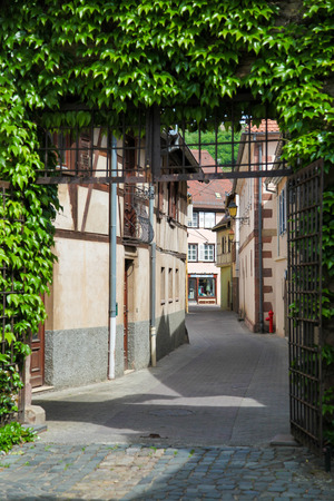 des vins: OBERNAI, FRANCE - MAY 11, 2015: Typical architecture in the center of Obernai, Bas-Rhin, Alsace, France