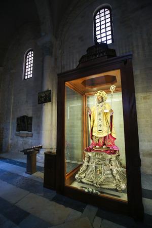 'saint nicholas': BARI, ITALY - MARCH 16, 2015: Statue of Saint Nicholas in the Basilica of Saint Nicholas, a famous pilgrimage site in Bari, Puglia, Southern Italy Editorial