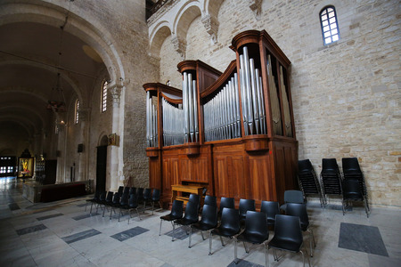 saint nicholas: Organ in the Basilica of Saint Nicholas, a church dedicated to Saint Nicholas of Smyrna, a famous pilgrimage site in Bari, Puglia, Southern Italy Editorial