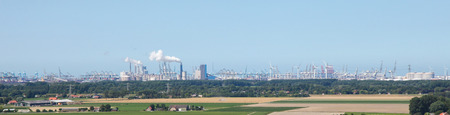 petrochemistry: Panoramic view of the Port of Rotterdam near Brielle, the Netherlands. Foto de archivo