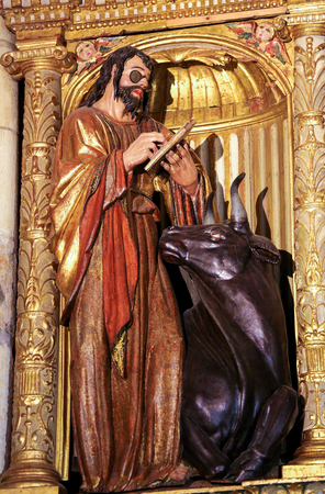 testament schreiben: LEON, SPAIN - JULY 17, 2014:Sculpture of the Evangelist Saint Luke with a bull in the cathedral of Leon, Castille and Leon, Spain.